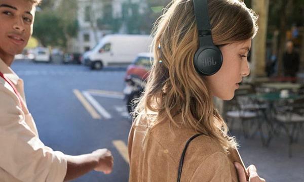 JBL LIVE400BT vezeték nélküli, fülre helyezhető fejhallgató